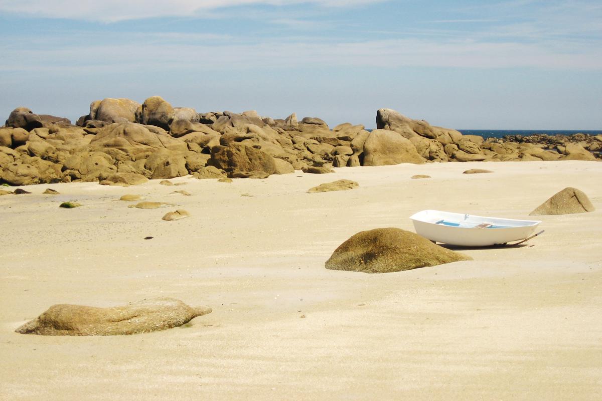 """Manchmal reicht ein Foto, um im Kopf zu verreisen. Darum geht's in meiner Reihe """"Urlaubs-Quickie"""", diesmal: Frankreich, Bretagne, keine Spuren im Sand."""