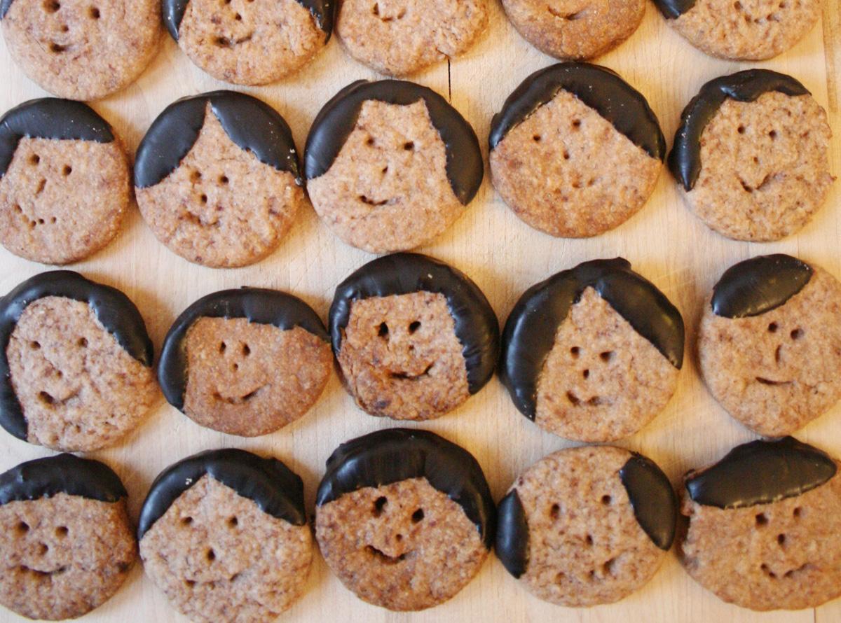 Kekse backen für Weihnachten: Nein, Friseurin wollte ich niemals werden. Aber richtig ausgetobt habe ich mich bei diesen Keksen dann doch.